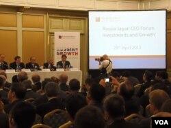 安倍访俄期间,星期一在莫斯科举行俄日工商领袖论坛会议。(美国之音白桦拍摄)