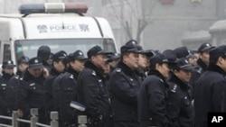 去年五月北京警察严阵以待应对准备参加茉莉花行动的民众