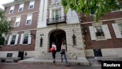 FILE - Students walk into Kirkland House on the campus of Harvard University in Cambridge, Mass.