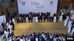 Para delegasi negara-negara Kelompok Kontak Libya dalam pertemuan sebelumnya di Abu Dhabi, Uni Emirat Arab (9/6).