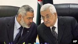 巴勒斯坦總統阿巴斯(右)和巴勒斯坦哈馬斯領導人哈尼亞(資料圖片)