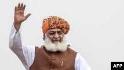 مولانا فضل الرحمٰن نے عمران خان کی حکومت کو شدید تنقید کا نشانہ بنایا۔