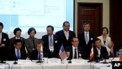 14일 미국 수도 워싱턴에서 열린 '북한 자유 이주민의 인권을 위한 국제의원연맹'에 참석한 의원들