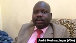 Mahamat Nasradine Moussa secrétaire général adjoint de la confédération indépendante syndicale du Tchad à N'Djamena, Tchad, 21 mars 2017. (VOA/André Kodmadjingar)