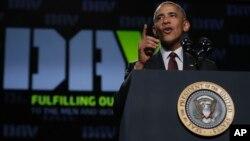 Obama reconoce las dificultades, dado lo que han sufrido muchos trabajadores estadounidenses que han visto como fábricas y operaciones enteras se van a otros países como resultado de los tratados de libre comercio.