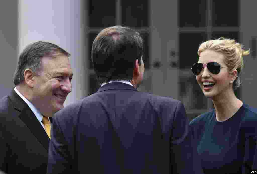 مایک پمپئو، وزیر خارجه آمریکا و ایوانکا ترامپ در نشست خبری مشترک پرزیدنت ترامپ و شینزو آبه، نخست وزیر ژاپن در کاخ سفید