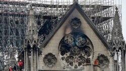 La cathédrale Notre-Dame de Paris dévastée