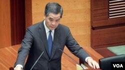 香港特首梁振英出席立法會答問大會(美國之音 湯惠芸攝)