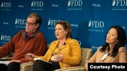 사만사 래비치 전 미 부통령 안보부보좌관(가운데)이 11일 미국 민주주의수호재단(FDD)에서 열린 안보 토론회에서 발언하고 있다. 닉 에버스타트 미 기업연구소(AEI) 선임연구원(왼쪽)과 정 박 브루킹스연구소 한국석좌도 참석했다. 사진 제공: FDD.