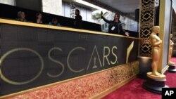 Tượng vàng Oscar tại Nhà hát Dolby ở Los Angeles, hôm 28/2.