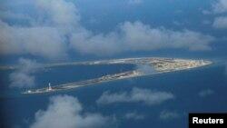 2018年4月21日中国在渚碧礁继续大建军事设施(路透社)