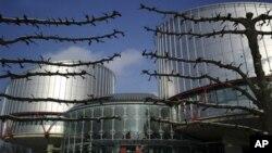 Avrupa İnsan Hakları Mahkemesi'nin temyiz organı olan 17 yargıçlı Büyük Daire, Katin katliamı konusundaki nihai kararını açıkladı.