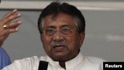 پروزیز مشرف در سال ۱۹۹۹ زمام امور پاکستان را پس از یک کودتای نظامی در دست گرفت.