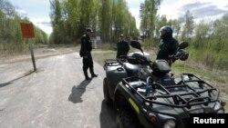 Lính biên phòng Latvia tuần tra tại biên giới giáp với Nga gần Opoli.
