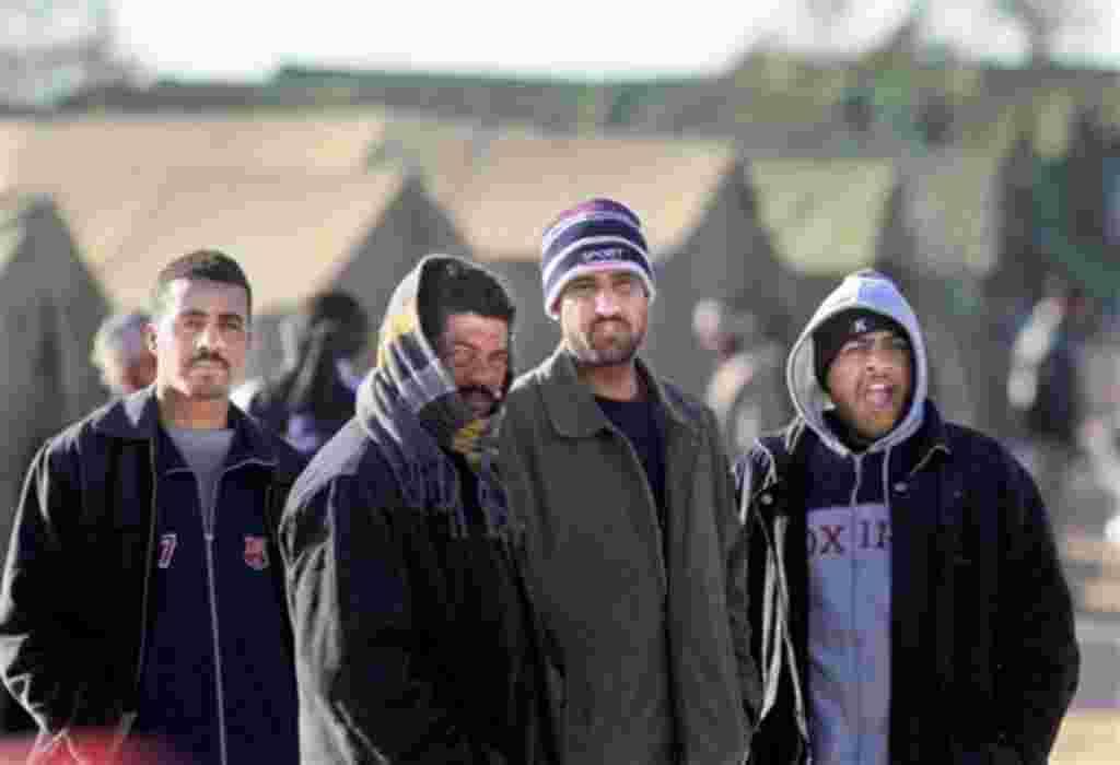 Emigrantes en uno de los campos de refugiados instalados en las fronteras entre Libia y Túnez.