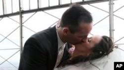 ผลการศึกษาในยุโรปแสดงว่าคู่แต่งงานซึ่งมีความสุขจะอายุยืนกว่าคนที่ไม่แต่งงาน 10-15 %
