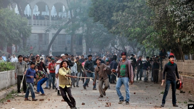 Supporters of the ruling Bangladesh Awami League throw bricks and stones during a clash with the supporters of main opposition Bangladesh Nationalist Party in Dhaka, Dec. 29, 2013.
