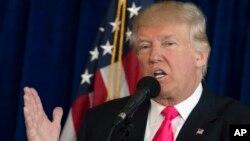 El candidato presidencial republicano Donald Trump habló en una conferencia de prensa en Doral, Florida, el miércoles, 27 de julio de 2016.