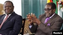 Presidente Robert Mugabe (à direita) e o primeiro-ministro Morgan Tsvangirai (à esquerda) do Zimbabué
