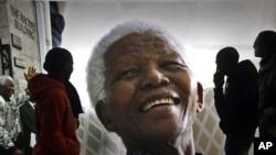 La figura de Nelson Mandela es reverenciada por los sudafricanos.
