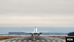 A plane is taking off at Reagan Washington National Airport outside Washington, D.C. (Photo by Diaa Bekheet)