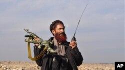 Афганский ополченец в провинции Нангархар в Афганистане. 27 декабря 2015 г.