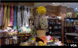 13-pound chocolate egg at Via Umbria