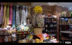 13-pound chocolate egg at Via Umbria