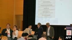 中国代表在举行中国艾滋病疫情的报告会