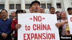 2019年9月4日,哈薩克斯坦人在阿拉木圖集會抗議政府興建中國工廠。