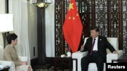 中國國家主席習近平在上海接見香港特首林鄭月娥。(2019年11月4日)