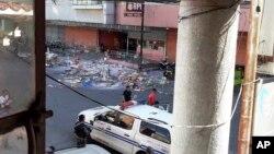 Cảnh sát khám nghiệm hiện trường vụ nổ trước trung tâm thương mại South Seas ở thành phố Cotabato, Philippines, ngày 31/122018.