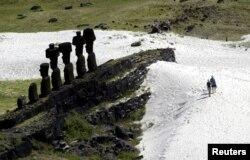 ایسٹر آئی لینڈ میں نصب قدیم موائی مجسموں کا ایک انداز
