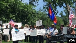 Holding banners bearing photos of detained human rights defenders, environmental activists, and opposition officials and activists, protesters in Washington, DC called for U.S. intervention and for their immediate and unconditional release. (Photo: VOA Khmer)