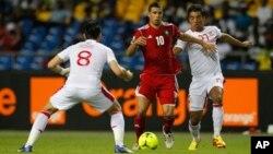 Korbi Khaled et Allagui Sami s'engage contre le marocain El Ahmadi Aroussi pendant la coupe d'Afrique des nations