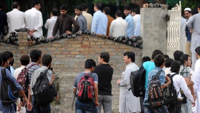 پاکستان: حکومت اور طلبہ کے درمیان امتحانات کا مسئلہ ہے کیا؟
