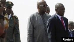 Le président du Burkina Faso, Roch Marc Christian Kaboré, à l'aéroport de Ouagadougou, le 18 janvier 2016.