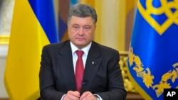 Tổng thống Ukraine Petro Poroshenko phát biểu tại Kyiv, ngày 30/6/2014.
