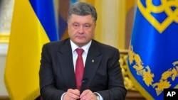 FILE - Ukrainian President Petro Poroshenko makes a televised address in Kyiv, June 30, 2014.