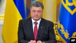 Presiden Petro Poroshenko siap melanjutkan gencatan senjata dengan separatis pro-Rusia di Ukraina timur (foto: dok).