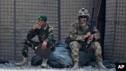 AQSh va Afg'oniston askari, Nangarhor viloyati, Afg'oniston, 5-avgust, 2015-yil.