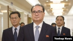 중국을 방문하기 위해 31일 오전 평양국제공항을 출발하는 리수용 북한 노동당 중앙위 부위원장.