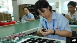 生產線上的中國工人(資料圖片)