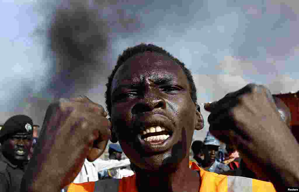 A man gestures at a market burnt in an air strike by the Sudanese air force in Rubkona near Bentiu, South Sudan, April 23, 2012. (Reuters)