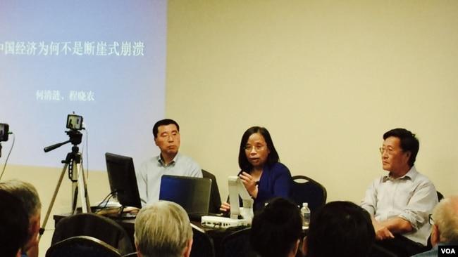中国经济学者何清涟和中国政治与经济学者程晓农 2017年6月24日在华盛顿地区参加波托马克文化沙龙研讨会。