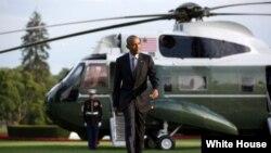 美國總統奧巴馬星期天結束了他在大西洋海濱東北部麻薩諸塞州的瑪莎葡萄園的夏日假期,返回華盛頓。