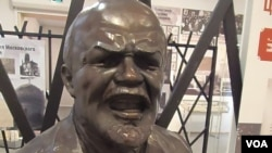 Tượng Lenin tại một cuộc triển lãm ở Moscow trưng bày sự đàn áp của chế độ cộng sản đối với tôn giáo.