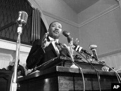 Мартін Лютер Кінг виголошує промову в Атланті, 1960 рік