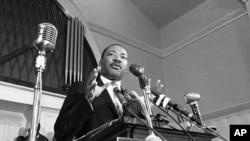 Мартин Лютер Кинг выступает в Атланте. 1960 г. (архивное фото)