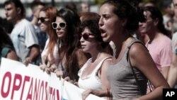 26일 그리스에서 노동자들이 24시간 총파업에 돌입한 가운데, 아테네에서 벌어진 긴축 정책 반대 시위.